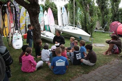Club Nautique du Rohu: Friday end of session gathering, debrief with the instructor