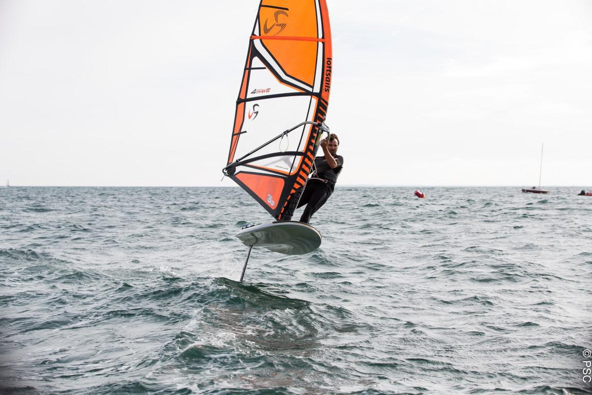 Gift Voucher : Windsurf with foil at Club Nautique du Rohu (Morbihan, Brittany)