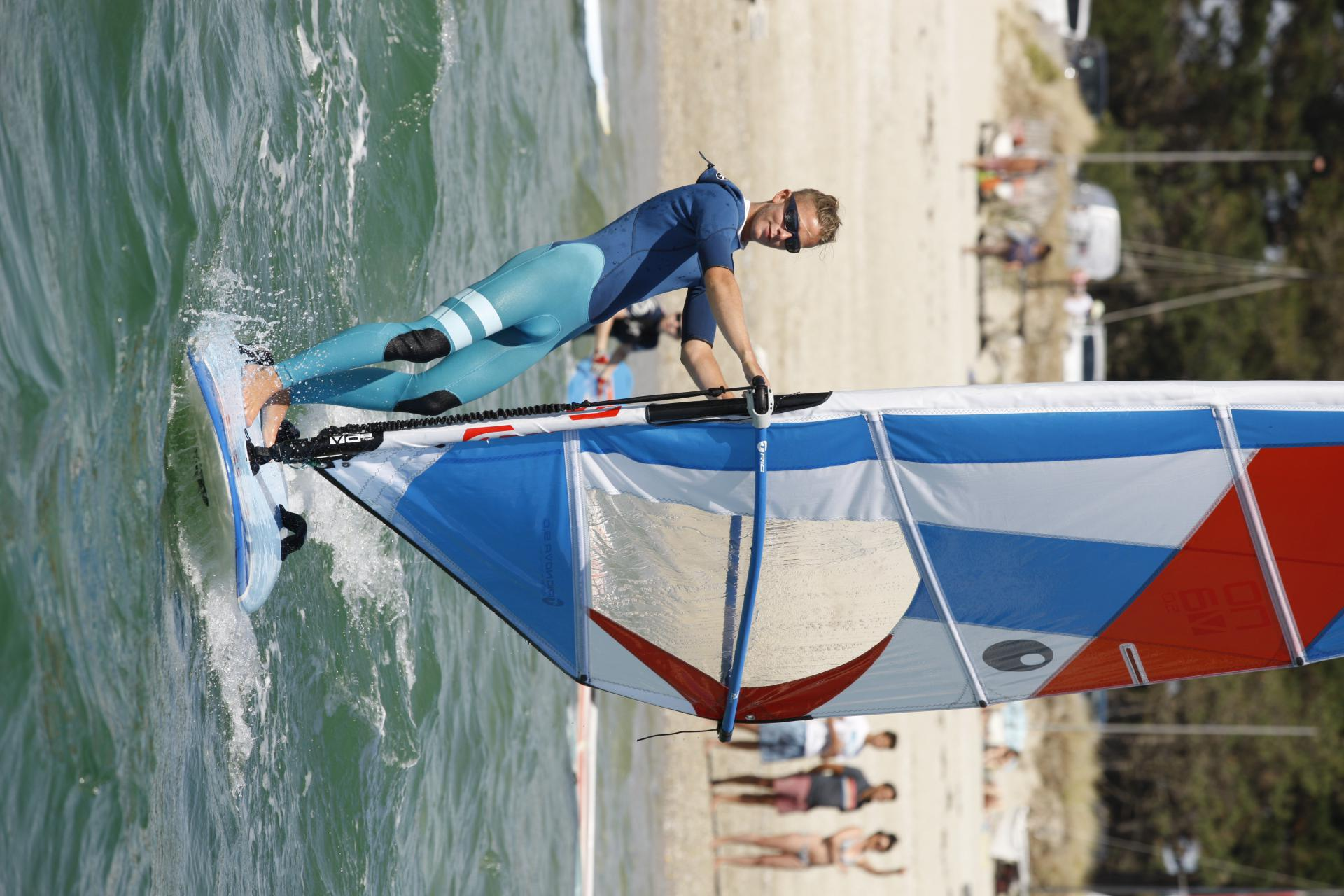Gift voucher idea: windsurf at Club Nautique du Rohu (Morbihan, Brittany)