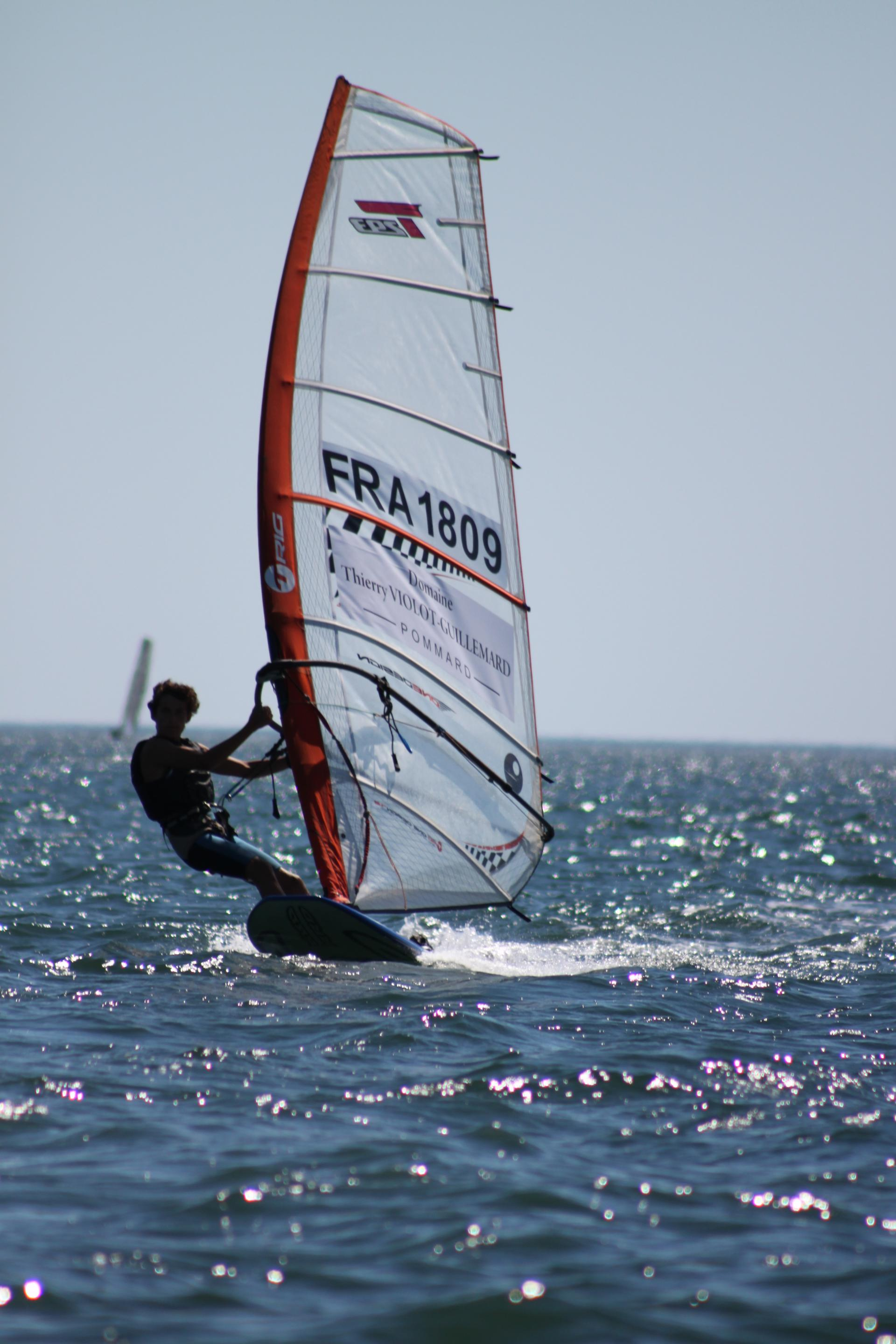 Gift voucher idea: funboard at Club Nautique du Rohu (Morbihan, Brittany)