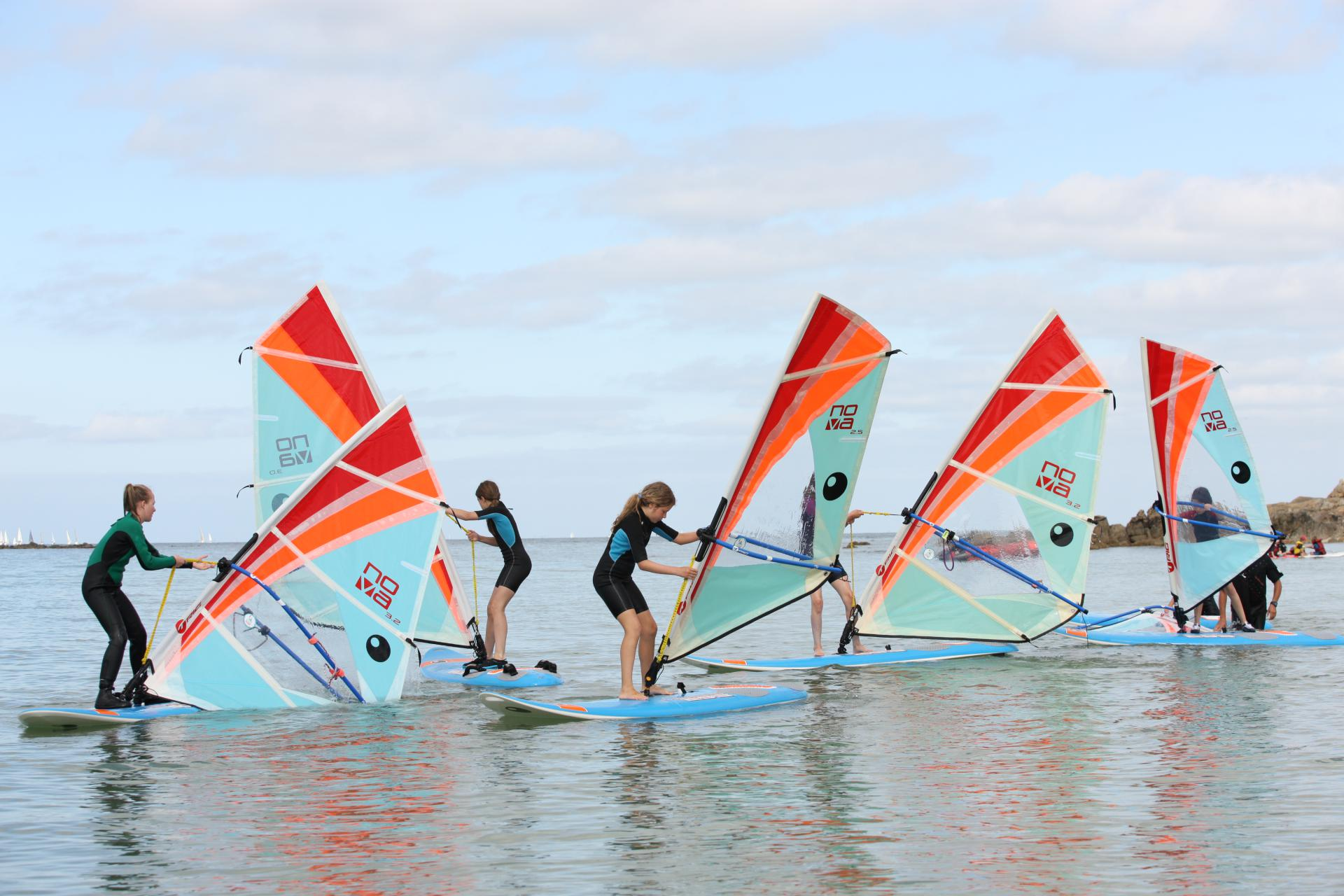 Group windsurfing at the Club Nautique du Rohu - Morbihan - Brittany