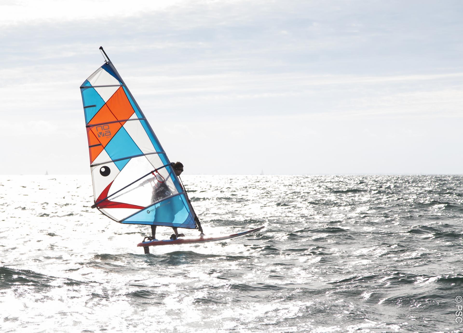 Club Nautique du Rohu  windsurf with foil