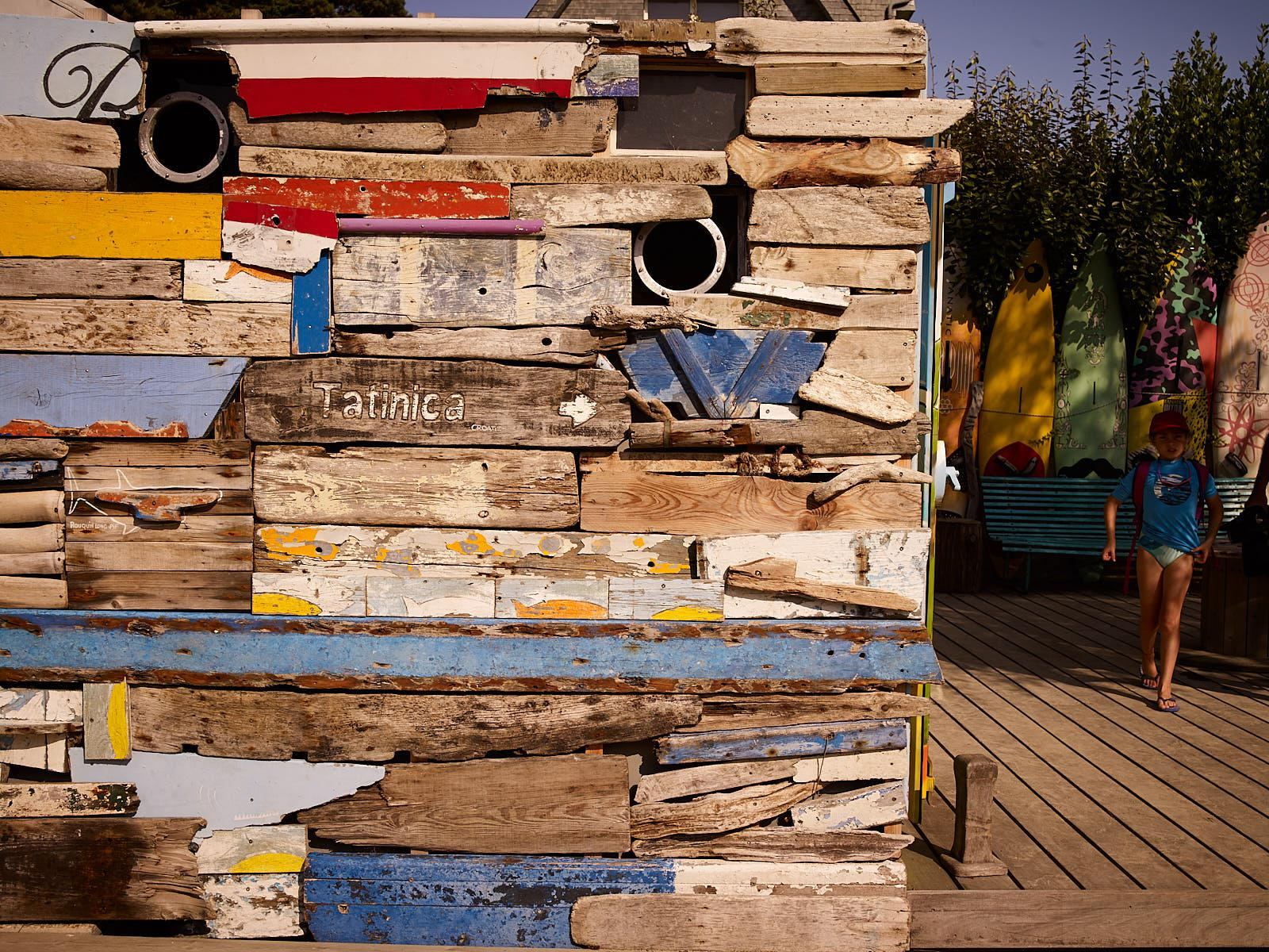 Club Nautique du Rohu - the decoration of the locker room with floated wood