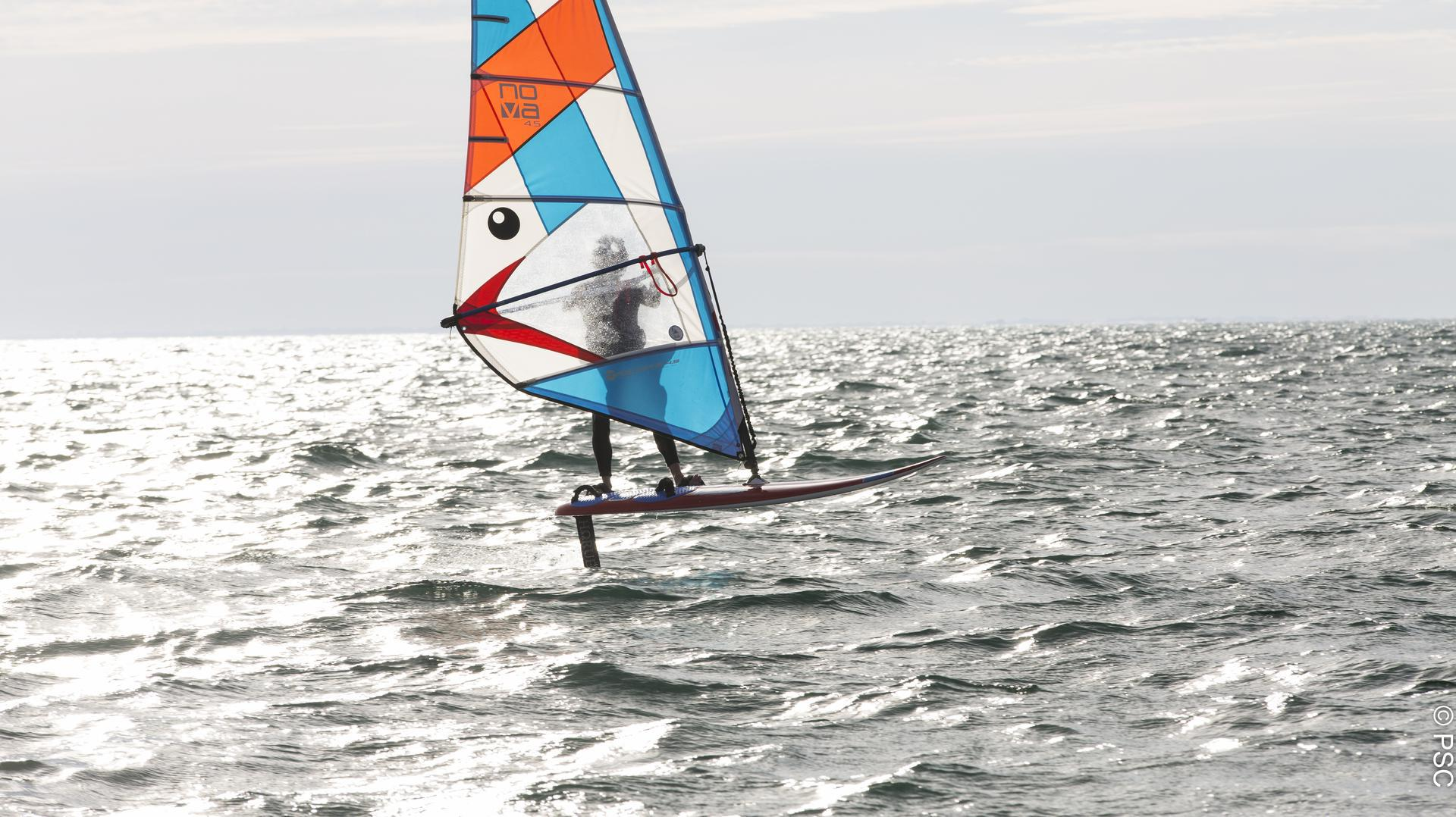 Session de windfoil au Club Nautique du Rohu