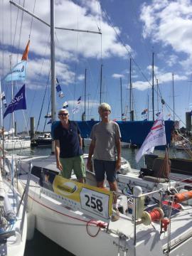 Gilles et Philippe prêts pour le départ de la Transquadra 2017 sur Croque le vent