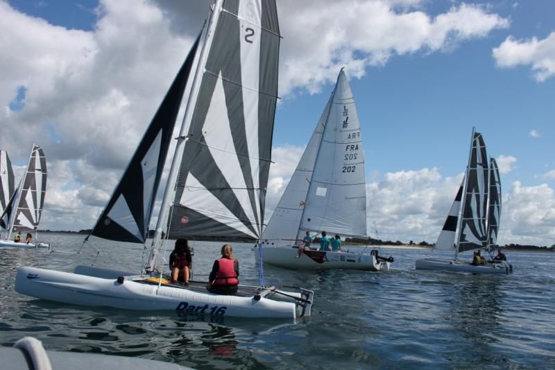 Club Nautique du Rohu - Stages en catamaran Dart 16