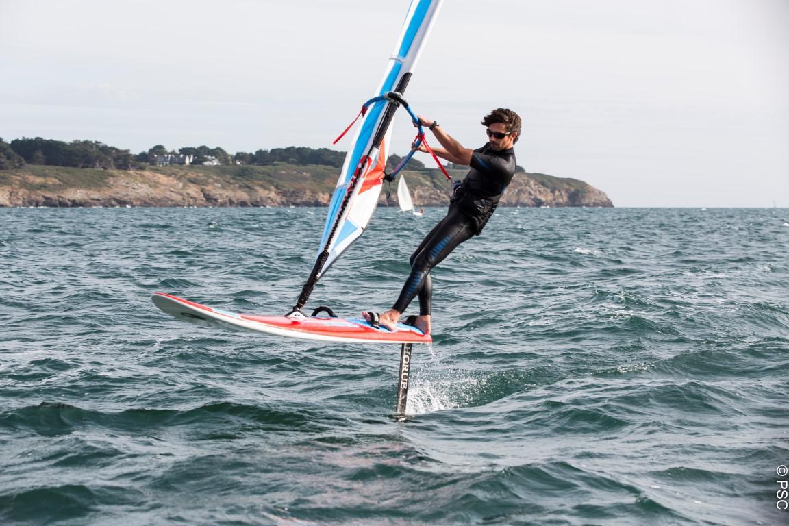 Idée cadeau : Planche à voile avec Foil au Club Nautique du Rohu (Morbihan, Bretagne)