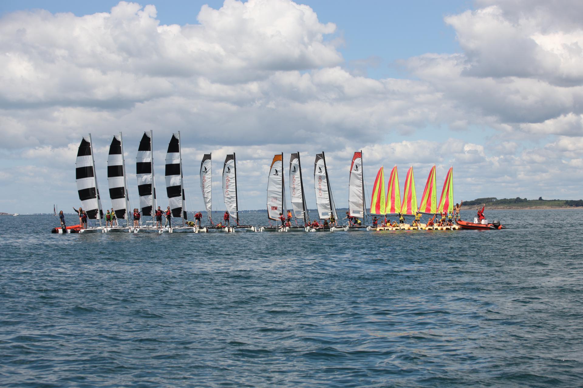 Club Nautique du Rohu - Joli radeau qui réuni les trois flottes (Dart 16, Minicata et Funbaot)