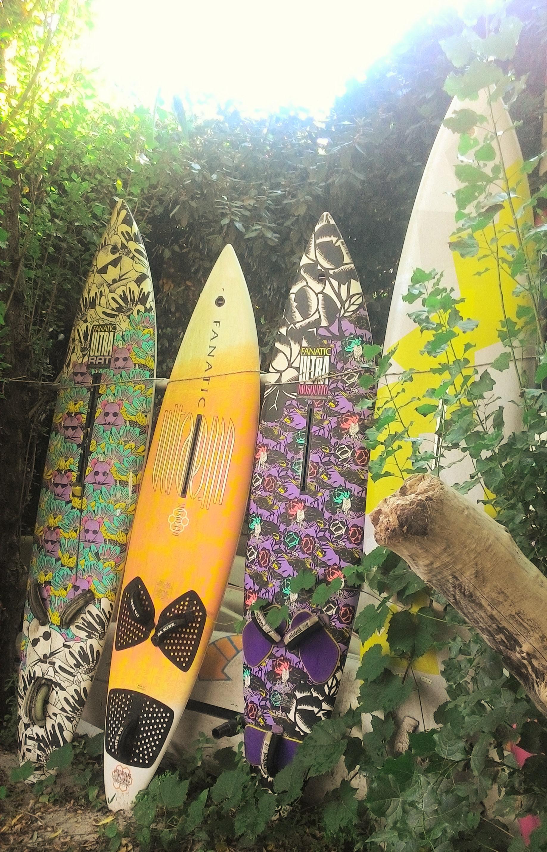 """Club Nautique du Rohu - Mur de planches à voile, communément appelé """"le musée de la planche à voile"""" !"""