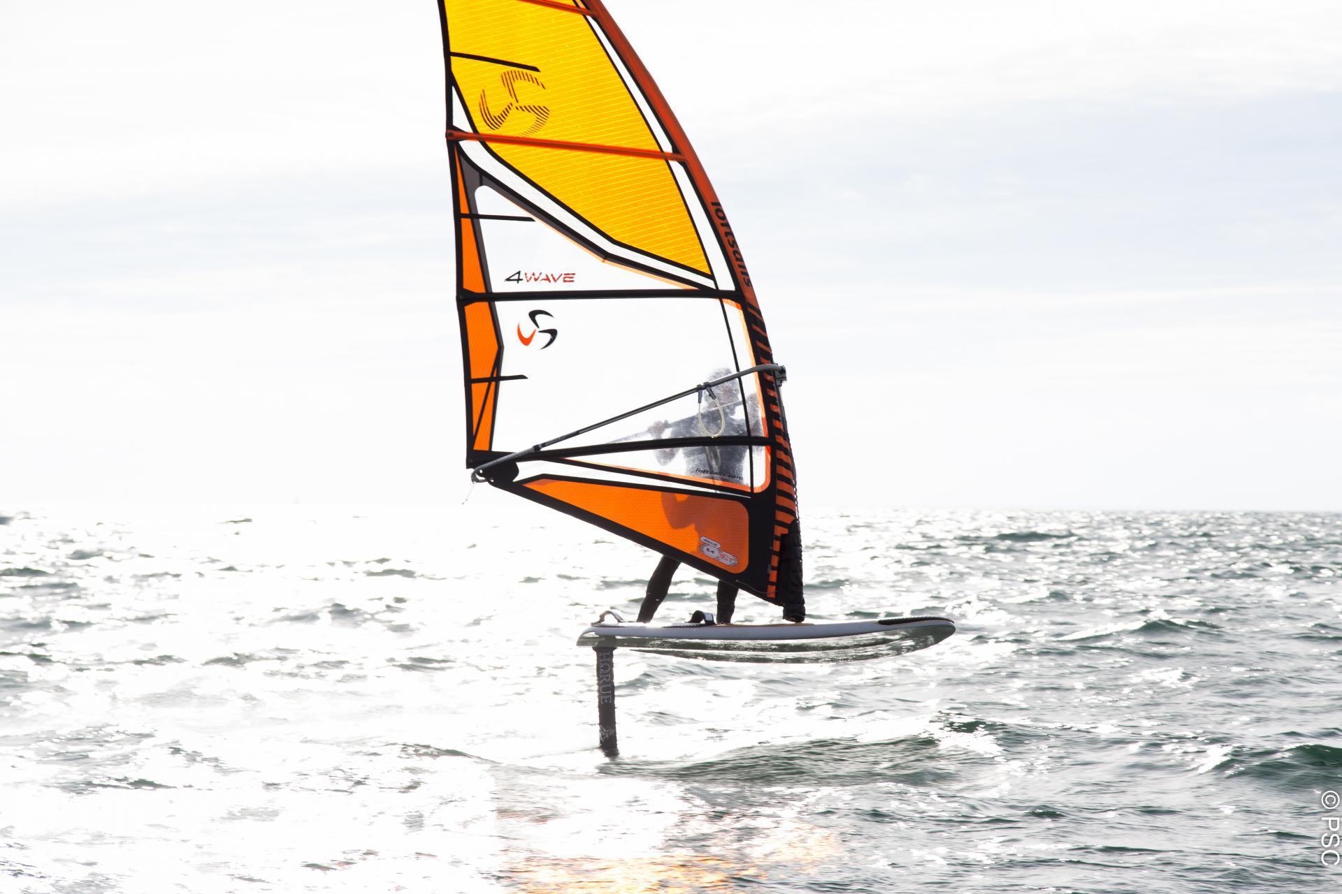 Club Nautique du Rohu - planche à voile sur foil