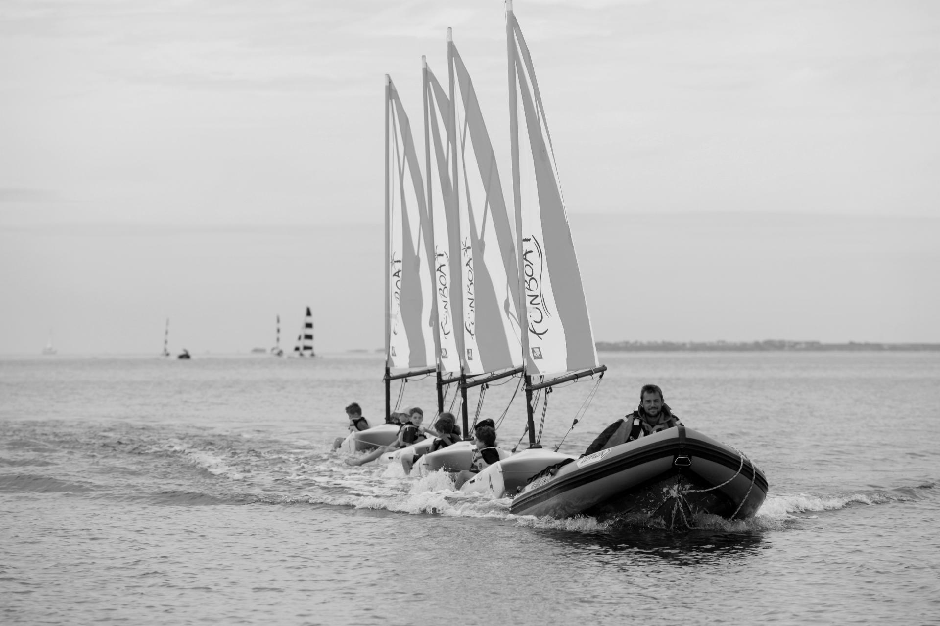 Club Nautique du Rohu - Retour des Funboat en petit train avec Hugo