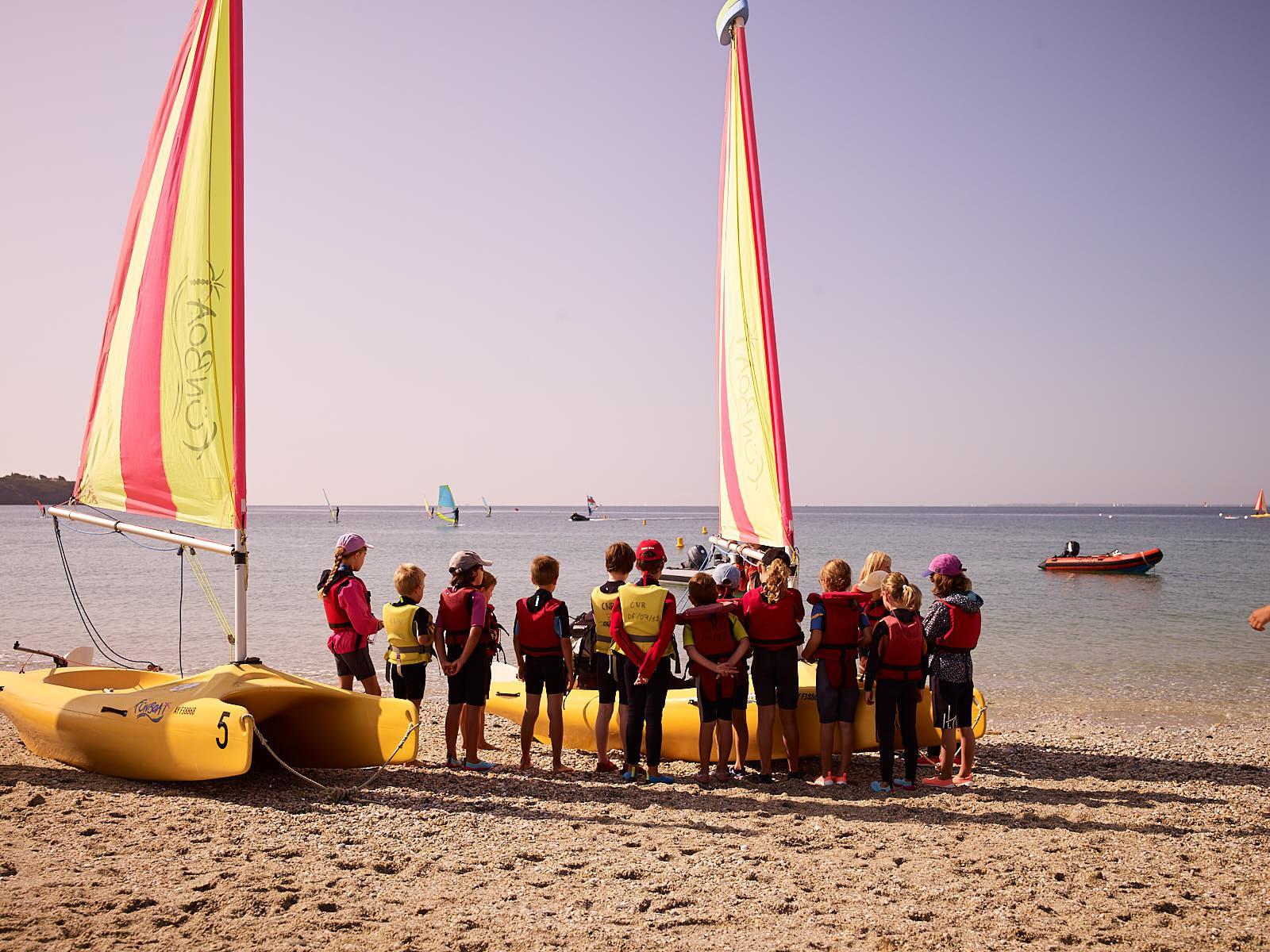 Club Nautique du Rohu - Briefing des stagiaires en début de séance