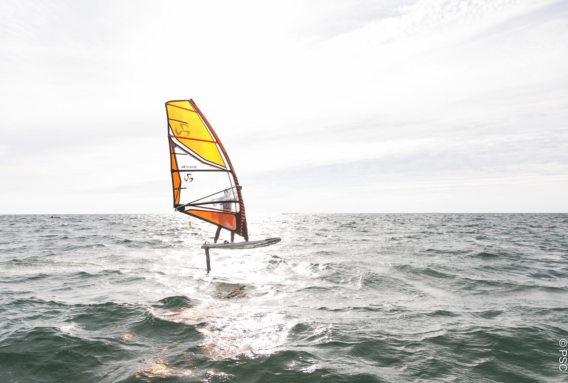 Idée cadeau : Cours particulier en windfoil au Club Nautique du Rohu