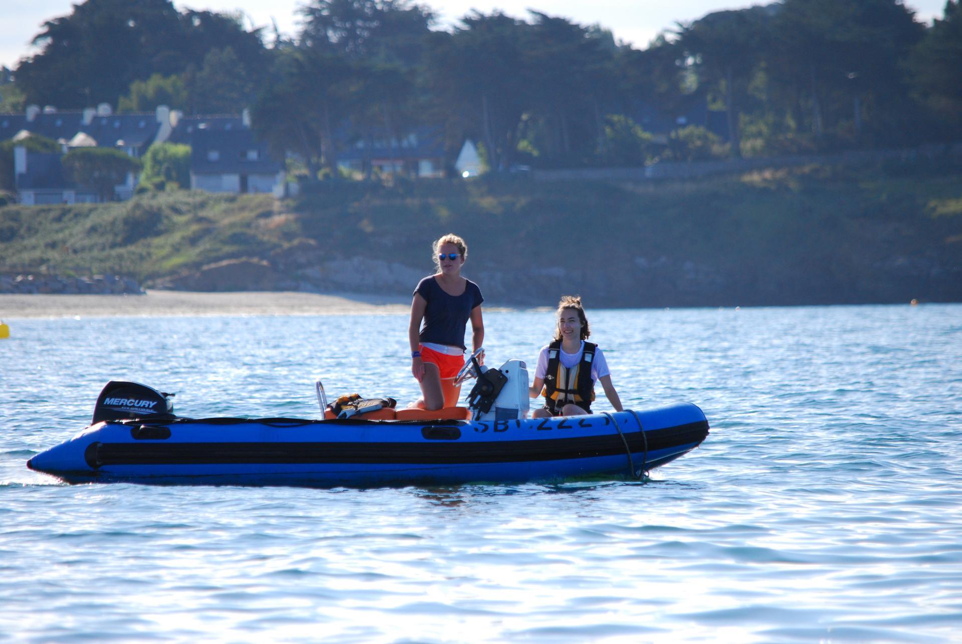 Club Nautique du Rohu - Beau temps, belle mer pour Mathilde et son aide-mono