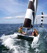 Séance de catamaran pour une colonie de vacances au Club Nautique du Rohu, Morbihan, Bretagne